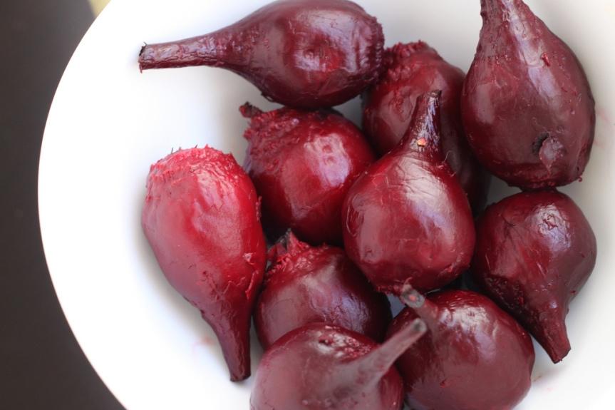 Red Beet Puree with Ground Beef and Salad – metabolic balance MondayRecipe